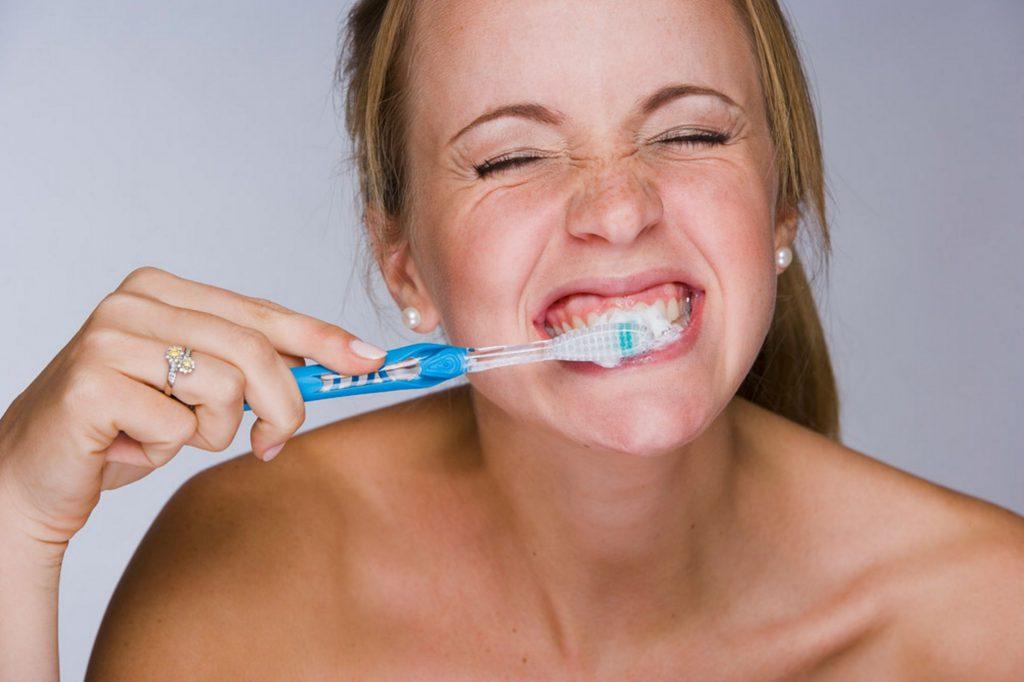 Chải răng nhanh và mạnh
