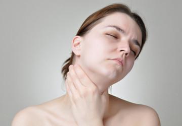 Triệu chứng miệng khô đắng & những gì bạn nên biết