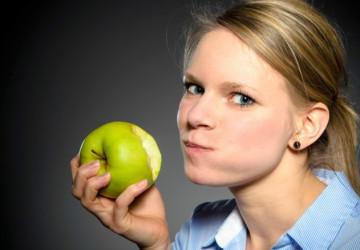 Lở miệng ăn gì? Thực phẩm bạn nên bổ sung khi lở miệng